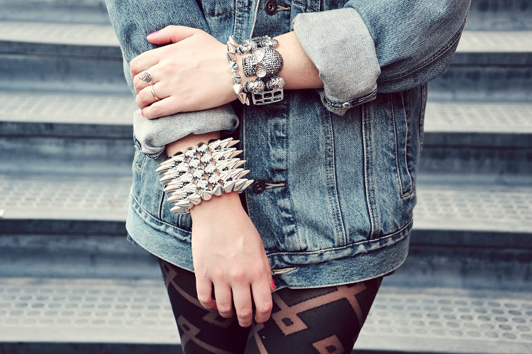 outfit, borchie, skulls, denim, giacche jeans, street style, fashion bloggers italiane