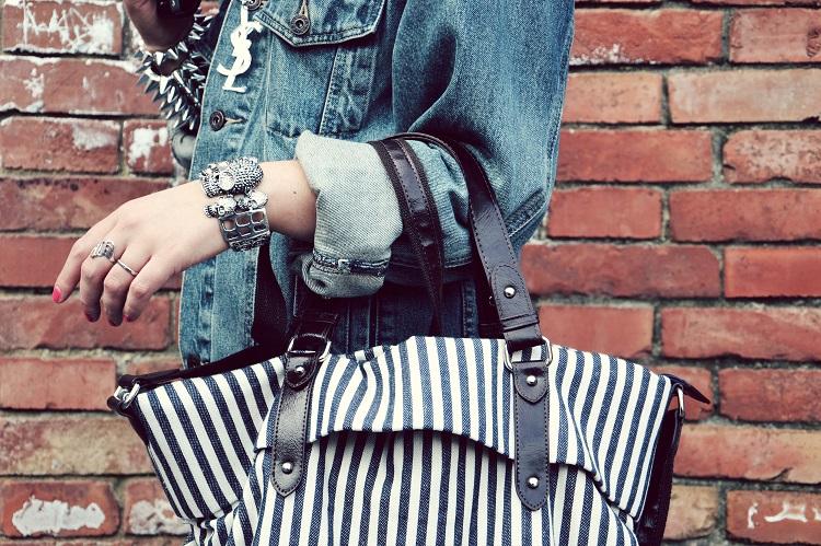 borse, dettagli outfit, fashion bloggers italiane, moda, stripes, fergi, borchie, skulls