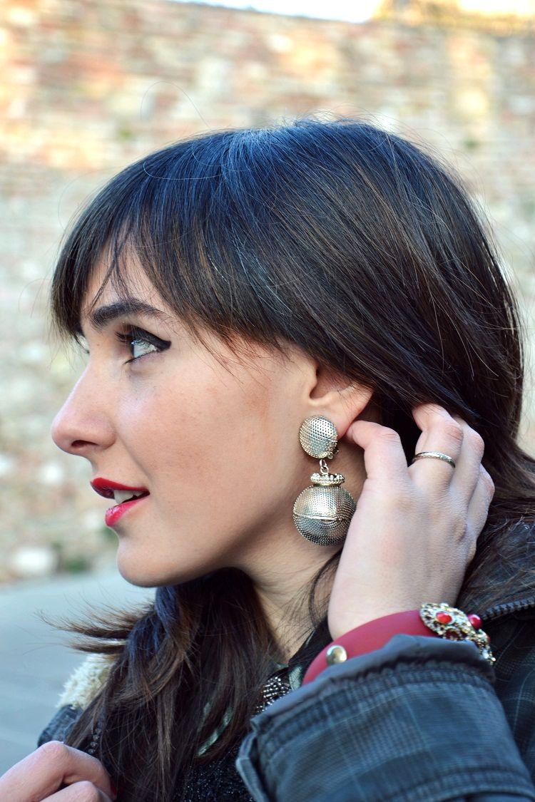 dettagli outfit, orecchini