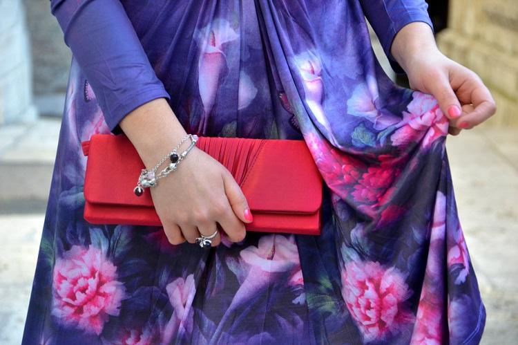 pochette, dettagli outfit, vestito fiori