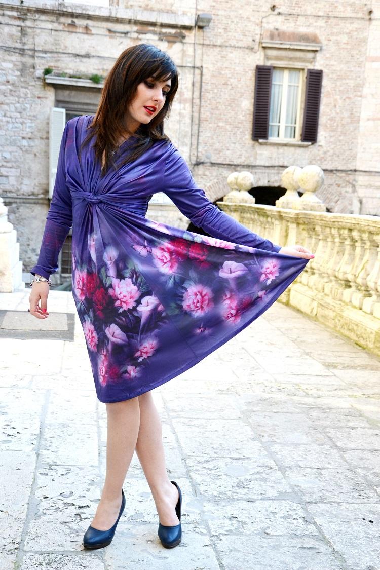 outfit floreale, printed dress, moda stampe, vestito a fiori, dettagli outfit, outfit primaverile, vestiti eleganti