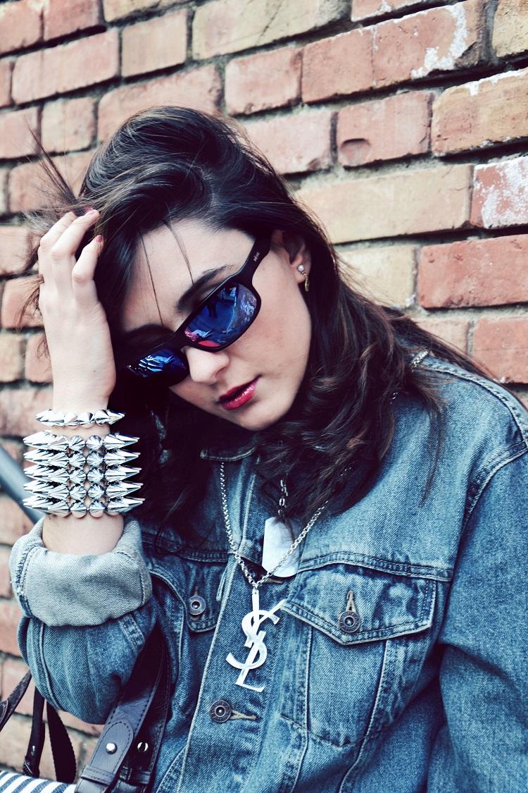 Occhiali specchiati, revo occhiali, outfit, borchie, skulls, denim, giacche jeans, street style, fashion bloggers italiane