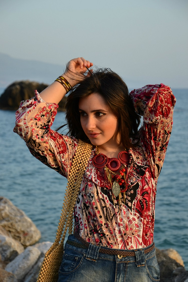 accessori gioiello, stampe, look estivo, gonna jeans, denim, gonna rouches, rosso, mare, spiaggia, outfit, fashion blogger italiane
