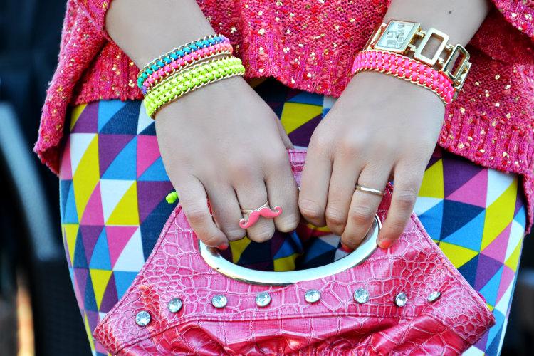 miss sixty, fluo, bracciali catene, infinito, collana fluo, accessori, hamsa, lovetop jewels, leggings, leggings geometrici, studs boots, colore, primavera, dettagli outfit, outfit, fashion blogger italiane, perugia, mustaches, borse,