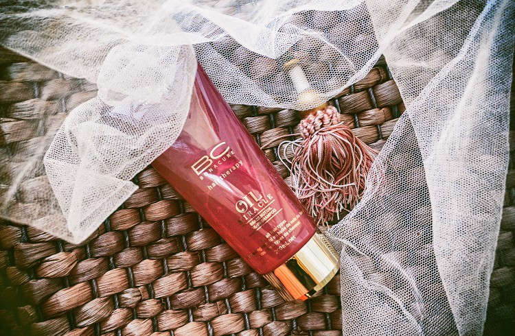 come proteggere i capelli dal sole